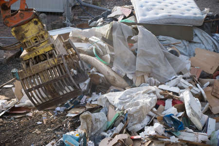 dump yard: Bucket move items in Landfills