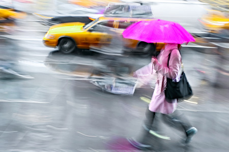 business people walking in the street on a rainy day motion blurred Banco de Imagens