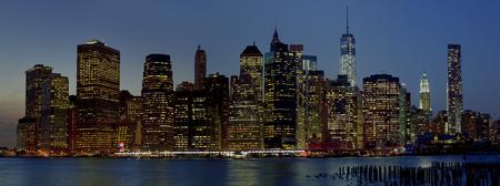 Panoramic view New York City Manhattan downtown skyline at night with skyscrapers Redakční