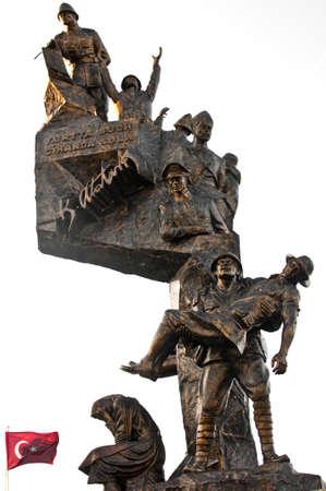 daremny: Dramatyczny brązu posąg w Eceabat, Gallipoli, Turcja, upamiętniający bitwę o Gallipoli w 1915 roku, gdzie trops alianckie pobity przez tureckich sił. Zdjęcie Seryjne