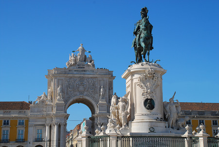 Statue of King Jose I and Rua Augusta arch (Portuguese: Arco da Rua Augusta) in Lisbon, Portugal. The King on his horse is symbolically crushing snakes on his path Stock Photo