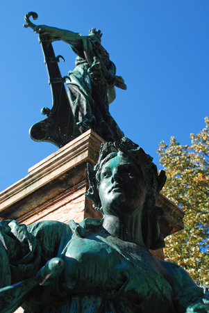Lindavia Fountain (German: Lindavia-Brunnen), on a central column stands a bronze statue of the towns patroness, Lindavia mit dem Lindenzweig (Lindavia with the Linden branch) Banco de Imagens