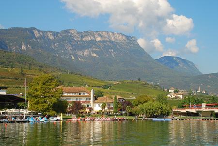 El lago Kaltern (en italiano: Lago di Caldaro; en alemán: Kalterer See) es un lago en el municipio de Kaltern en Tirol del Sur, Italia