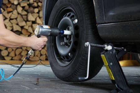 pneumatic tyres: Change tire                                Stock Photo