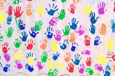 Handabdrücke in verschiedenen Farben Standard-Bild - 24044008