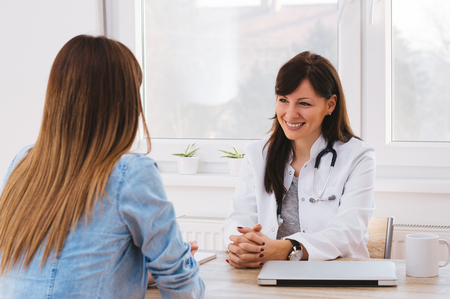 Doctor and patient are discussing Stockfoto
