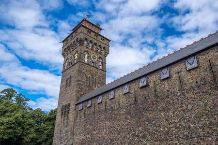 Castello di Cardiff è un castello medievale e vittoriana palazzo neogotico situato nel centro della città di Cardiff, Galles.