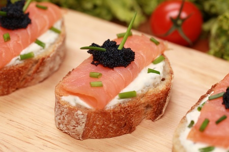 fingerfood: Fingerfood topped with smoked salmon and caviar