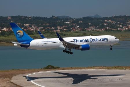 コルフ島、ギリシャ - 07 月 9、ギリシャ トーマス ・ クック航空 ...
