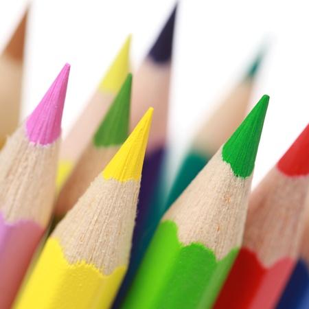 utiles escolares: Grupo de l�pices de colores, aislados en un fondo blanco