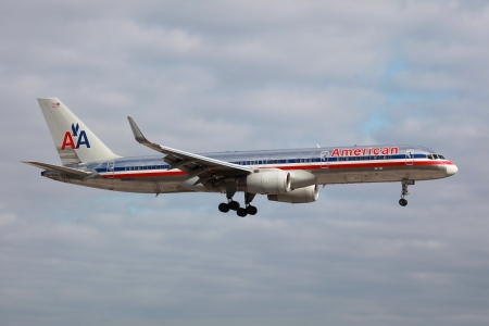 american airlines: Miami, Florida - March 17, 2013: An American Airlines Boeing 757-200 with the registration N698AN approaches Miami Airport in Florida. American Airlines operates with 608 aircraft. In 2010 it carried 86.1 million passengers. It is headquartered in Fort Wo