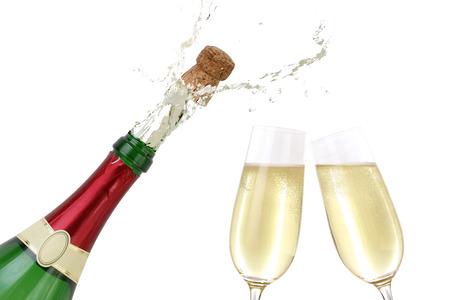 corcho: Champán salpica fuera de la botella con un corcho que hace estallar