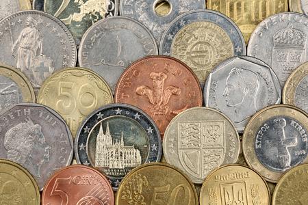 frank szwajcarski: Monety takie jak Euro, franka szwajcarskiego, funta i Rubel stanowiące tło