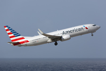 american airlines: Curacao - February 16, 2014: An American Airlines Boeing 737-800 with the registration N930NN taking off from Curacao Airport. American Airlines is the worlds largest airline with 619 aircraft and 108 million passengers. It is headquartered in Fort Worth