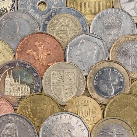 frank szwajcarski: Kolekcja monet, jak Euro, franka szwajcarskiego, funta i Rubel tworzących tło