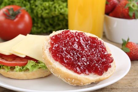 jam sandwich: Healthy breakfast with buns, marmalade, strawberries and orange juice
