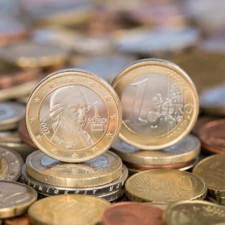 european union currency: Una moneda de un euro de la moneda de los pa�ses miembros de la Uni�n Europea Austria