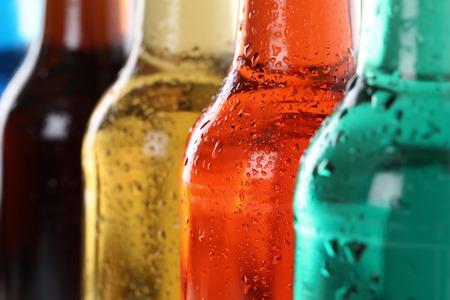 alimentos y bebidas: Bebidas gaseosas con cola, refrescos en botellas
