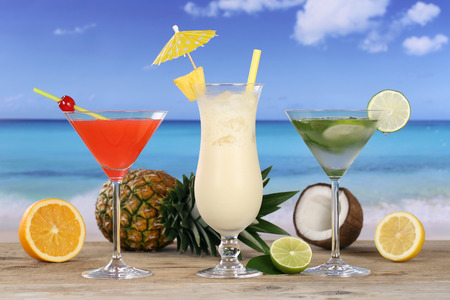 longdrink: Cocktails and drinks like Pina Colada and Martini on the beach and sea