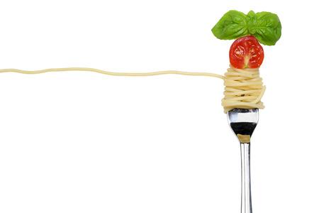 Spaghettinoedels pasta maaltijd op een vork die met een kopie ruimte