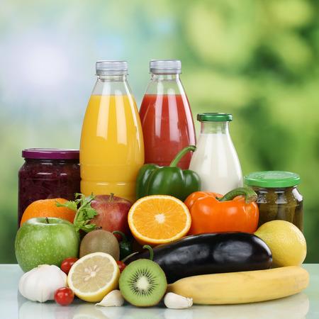 eating fruits: Frutos saludables vegetarianas alimenticios, vegetales y bebida de jugo de naranja