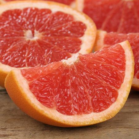 감귤류의 과일: 건강한 먹는 근접 촬영 슬라이스 자몽 감귤류