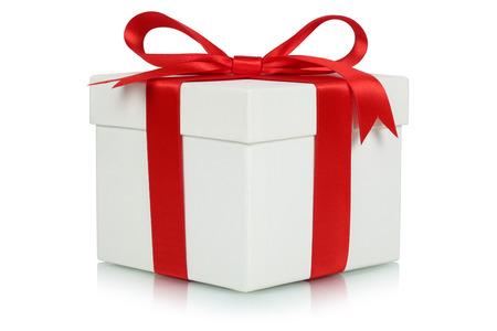 Geschenk doos met boog voor giften op Kerstmis, verjaardag of Valentijnsdag geïsoleerd op een witte Stockfoto