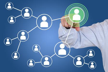 Zakenman op relaties en contacten in het sociale netwerk Stockfoto