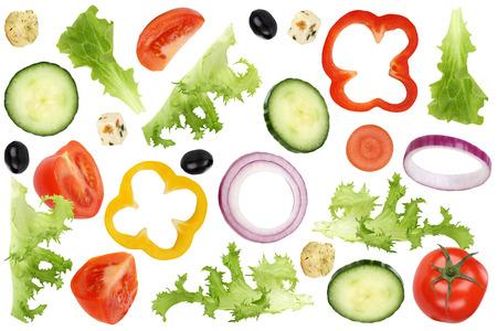 Ingrediënten voor het vliegen salade met tomaten, feta kaas, sla, ui, olijven en komkommer Stockfoto - 38009273