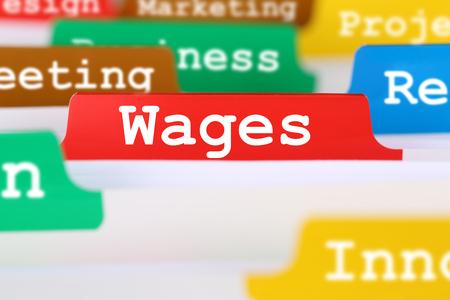 salarios: Los salarios de los empleados y el salario negocio financiero concepto de registro en los documentos Foto de archivo