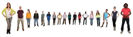 personas de pie: Sonriendo feliz múltiples grupo étnico multicultural de jóvenes de pie en círculo semi aislado en un fondo blanco