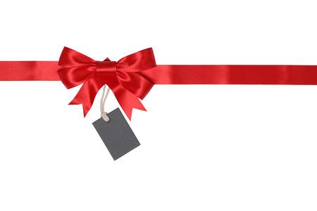 Blank gift tag met strikje voor geschenken geïsoleerd op een witte achtergrond