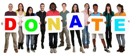 Glimlachend groep jonge multi-etnische mensen die woord geld doneren donatie op wit wordt geïsoleerd Stockfoto