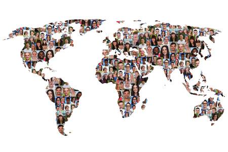 collage caras: Mapa del mundo la tierra grupo multicultural de la diversidad de integración de personas aisladas