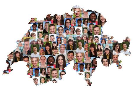 collage caras: Suiza mapa grupo multicultural de jóvenes aislados diversidad de integración Foto de archivo