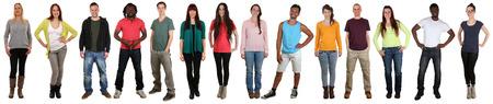 Lachend gelukkig multicultureel multi-etnische groep mensen staan in een rij geïsoleerd op een witte achtergrond Stockfoto
