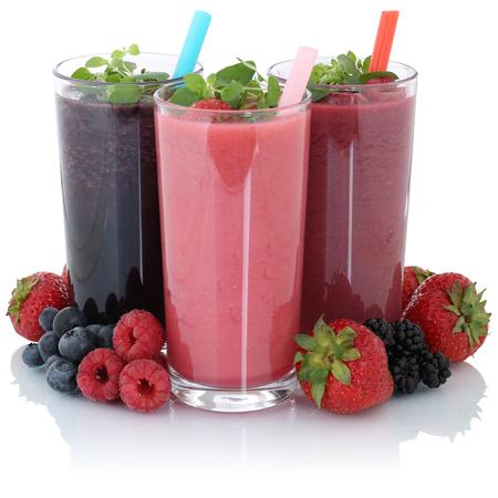 Strawberry smoothie: Succo di frullato di frutta con frutta fresca isolato su uno sfondo bianco