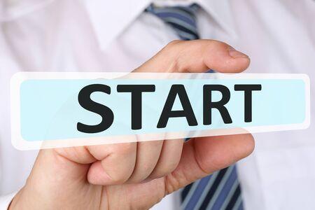 empezar: Concepto de negocio Hombre de negocios con éxito partida inicio comenzando comenzar