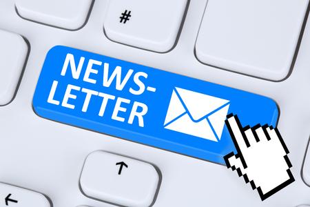 온라인 비즈니스 마케팅 캠페인을 위해 인터넷 전자 메일 전자 메일 메일을 보내는 뉴스 레터 스톡 콘텐츠