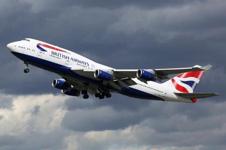 airways: London Heathrow, United Kingdom - August 28, 2015: A British Airways Boeing 747 with the registration G-BNLP taking off from London Heathrow Airport (LHR) in the United Kingdom. British Airways is the flag carrier airline of the United Kingdom based at Lo Editorial
