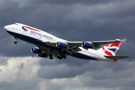 London Heathrow, United Kingdom - August 28, 2015: A British Airways Boeing 747 with the registration G-BNLP taking off from London Heathrow Airport (LHR) in the United Kingdom. British Airways is the flag carrier airline of the United Kingdom based at Lo Editoriali