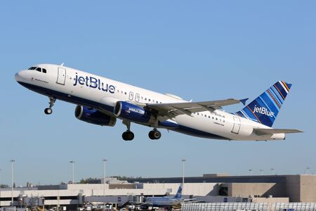jetblue: Fort Lauderdale, United States - February 17, 2016: A Jetblue Airways Airbus A320 with the registration N595JB taking off from Fort Lauderdale Airport (FLL) in the United States. Jetblue is an American low-cost airline and the fifth biggest airline in the Editorial