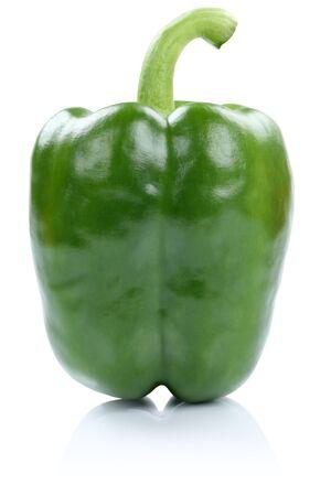 pimenton: Verde vista lateral pimentón vegetal aislado en un fondo blanco Foto de archivo