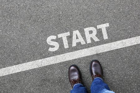 Start vanaf loopwedstrijd beginnen beginnend zakenman zaken man concept carrièredoelen motivatie visie