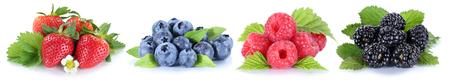 De collage van bessen in een rij aardbeien bosbessen bessen die op een witte achtergrond Stockfoto - 60462788