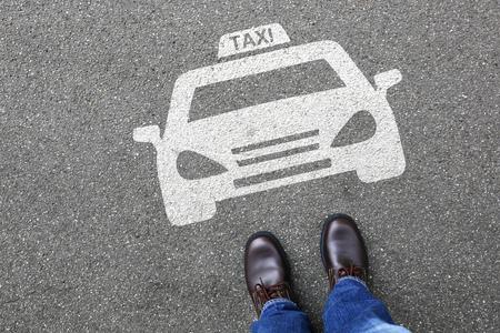 Man persone taxi icona segno offerta logo vettura stradale strada cittadina traffico trasporto mobilità urbana Archivio Fotografico