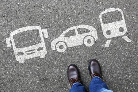 Auto-Zug-Bus Wahl Mann Menschen wählen Fahrzeugverkehr Stadt Mobilität Transport