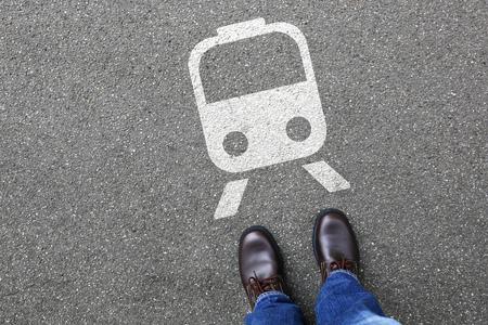 persona viajando: las personas de movilidad del hombre del tren ferroviario de metro viajando transporte Foto de archivo