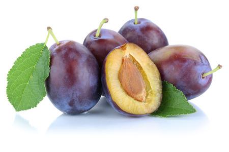 Pflaumen Pflaumen Pflaumen Prune Scheibe Blätter Früchte Obst isoliert auf weißem Hintergrund