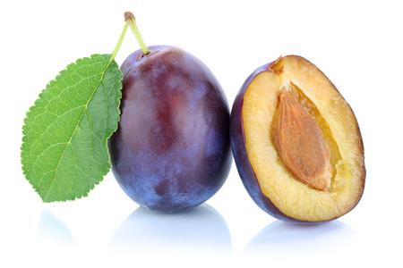 ciruela pasa: ciruelas ciruelo ciruelos de ciruela fruta fresca aislados en un fondo blanco